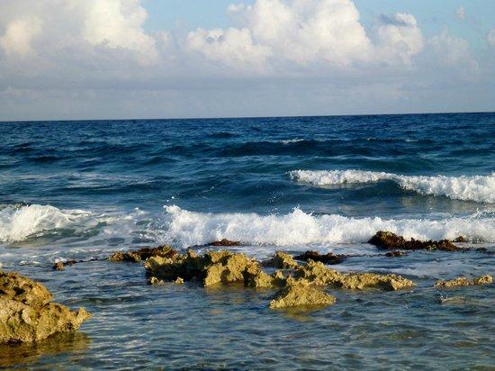 Grand Palladium Kantenah Resort and Spa:                   Salt water pool area - no swimming in the ocean here