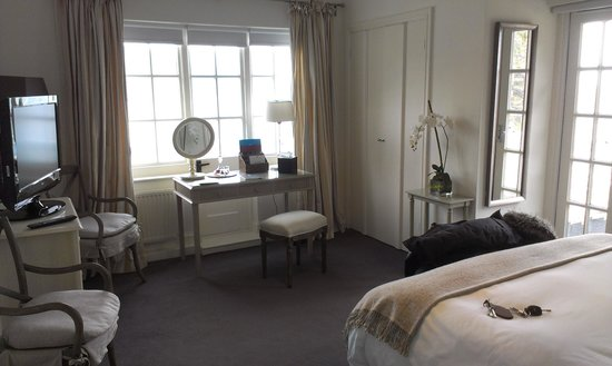 Cary Arms & Spa:                   Fleet Admiral room