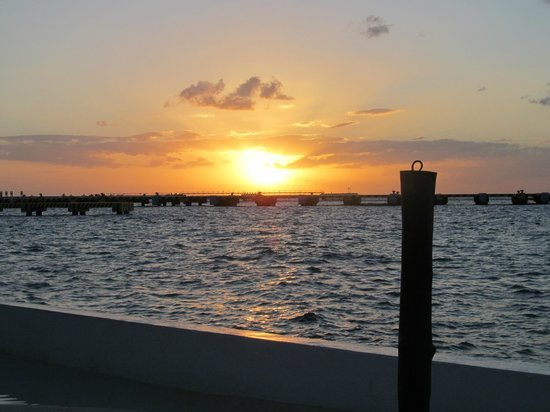 El Cid La Ceiba Beach Hotel:                   beautiful sunsets                 
