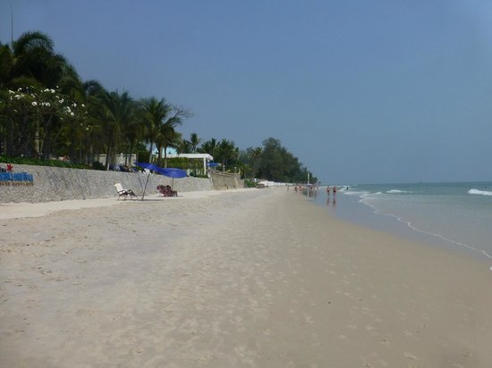 Laksasubha Hua Hin:                   Beach