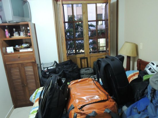 Hotel Lido : Lots of bags in our tiny room