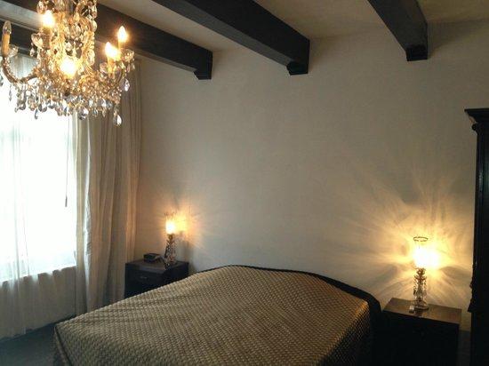 B & B 1680:                   Room