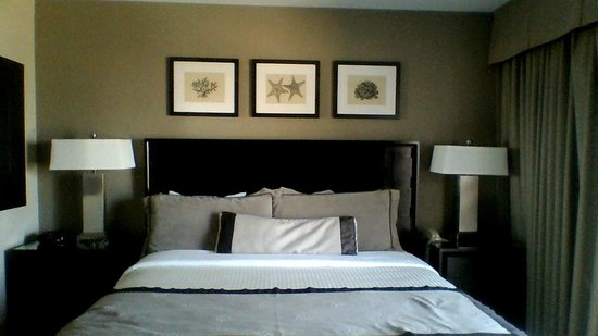 Catalina Island Inn:                   King bed from the room.