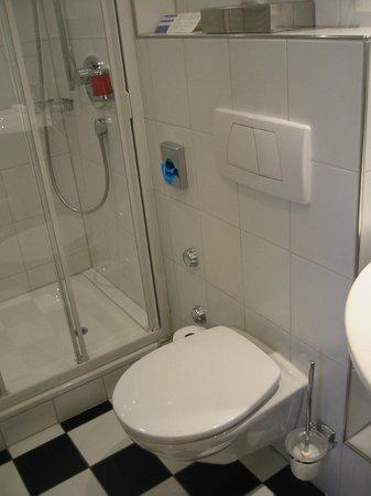 Gasthaus zur Linde: Badezimmer