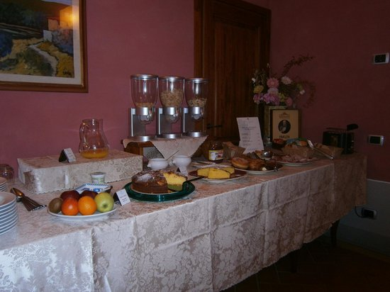 Dimora Casa Eugenia:                                     Delicious homemade breakfast spread