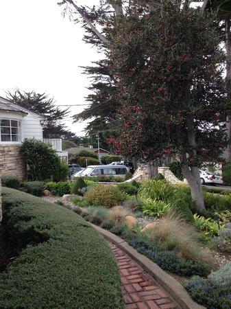 كولونيال تيراس إن باي ذا سي:                   Front Gardens                 