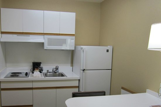 Extended Stay America - Charlotte - Airport: kitchenette