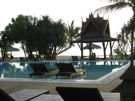 C&N Kho Khao Beach Resort: Pool at sunset