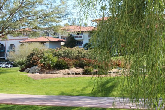 Arizona Grand Resort & Spa:                   Well maintained grounds