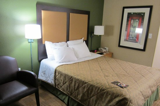 Extended Stay America - Charlotte - Airport: queen bed