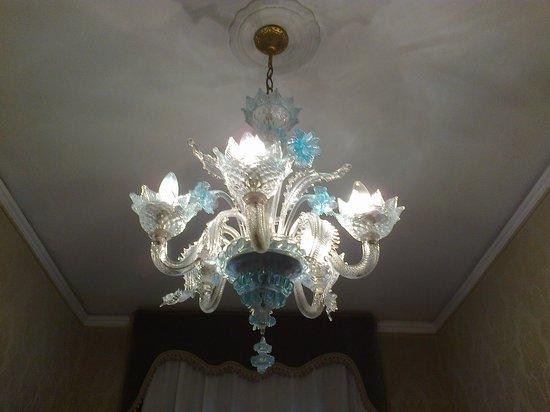 Hotel Flora: Murano chandelier