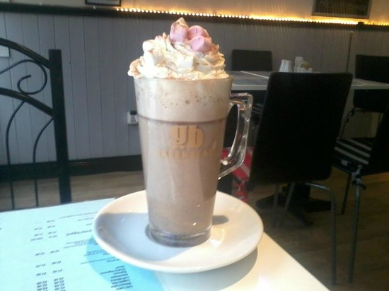 Aileen's Art of Coffee: Hot Choc yum yum