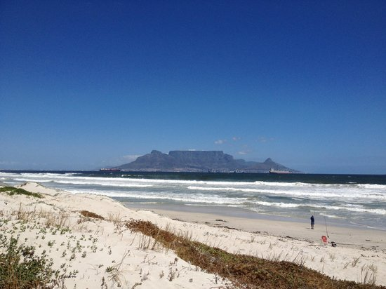 Bloubergstrand Sunset Lodge:                   Table mountain from the Bloubergstrand beach