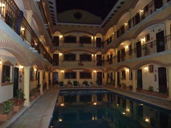 Playa del Carmen Hotel:                   un altra vista notturna