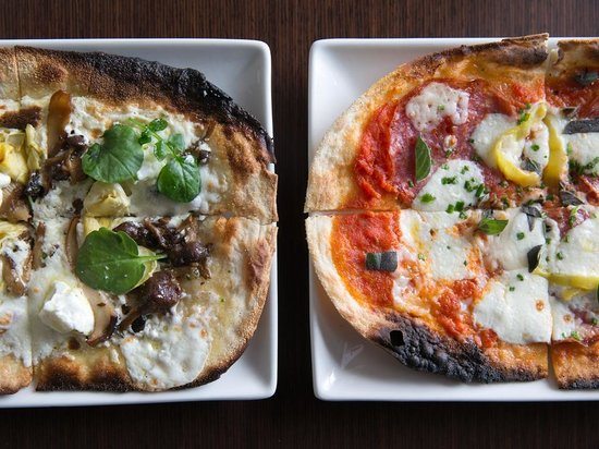 Paramour at Wayne Hotel: White or Red Flatbread?