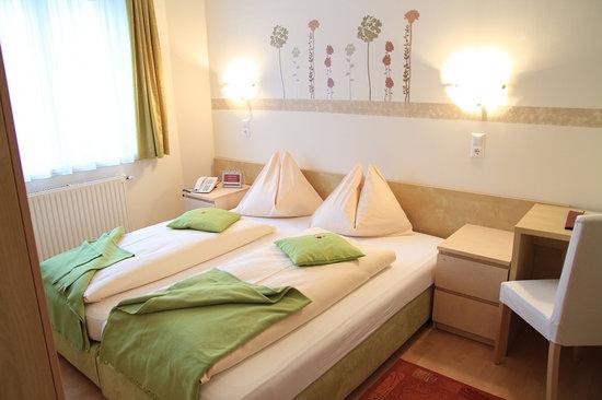 Hotel Zlami: Alle Zimmer sind hell & freundlich von uns persönlich gestaltet worden.
