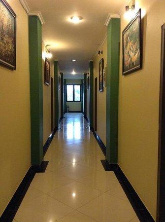Hotel Unik: Hallway at the 1st floor.