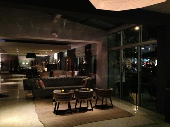 Surfcomber Miami South Beach, a Kimpton Hotel:                   lobby