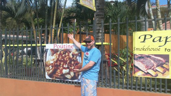 Villas Sol Hotel & Beach Resort: Poutine in Costa Rica...