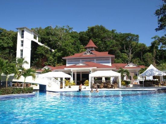 Luxury Bahia Principe Cayo Levantado:                                     Snack bar and 2 of the a la carte restaurants