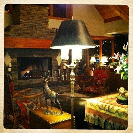 ذا هوتل تيلورايد:                   fireplace in lobby                 