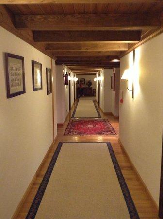 Hotel de Tredòs:                                                       Pasillo hacia las habitaciones
