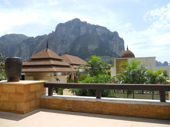 Aonang Cliff Beach Resort:                   View from reception area