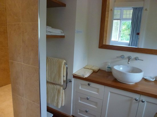 Willow Lodge: Ensuite to King room