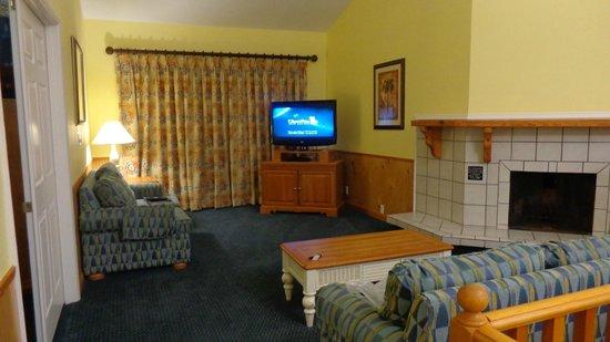 Bryan's Spanish Cove :                   Lounge