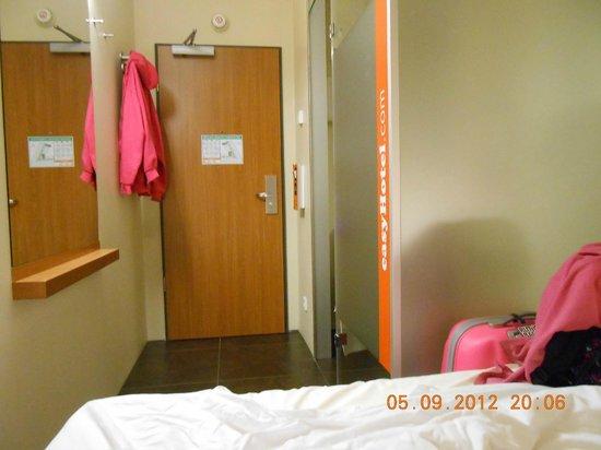 easyHotel Berlin Hackescher Markt:                   Room