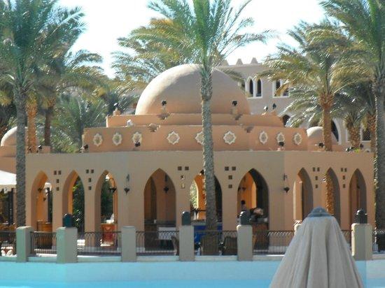 โรงแรมมาคาดี พาเลส: Dome restaurant