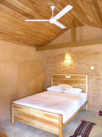 Cinnabar Resort:                   Hütte innen