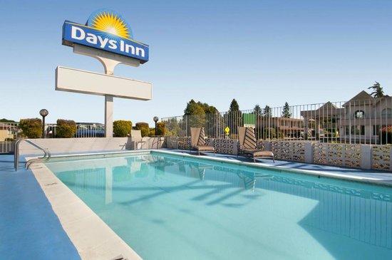 Days Inn Bellingham: Pool Area