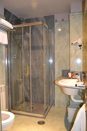 Hotel Vetusta: baño