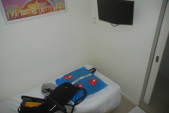 At Hua Lamphong Hostel: Partial view of single room