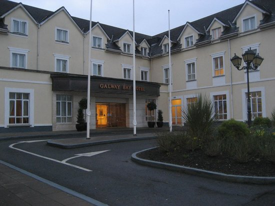 Galway Bay Hotel: Hotel Entrance