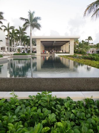 Four Seasons Resort and Residences Anguilla: Sunset Pool