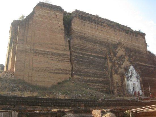 Mingun Temple-notice the large crack