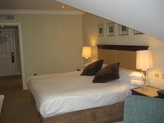 Galway Bay Hotel: More Bedroom