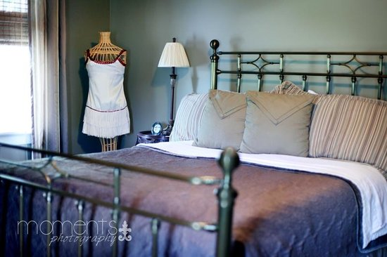 The Hiding Place Bed and Breakfast: Lyn Suite First Bedroom