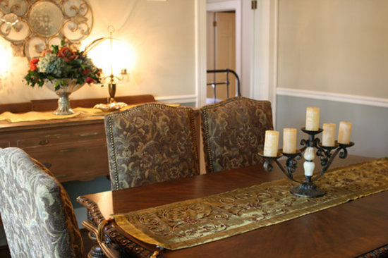 The Hiding Place Bed and Breakfast: Dining and Conference Room