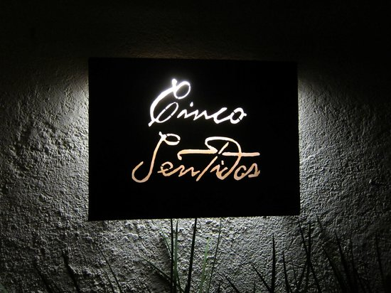 Hotel Cinco Sentidos :                   Sign at entrance