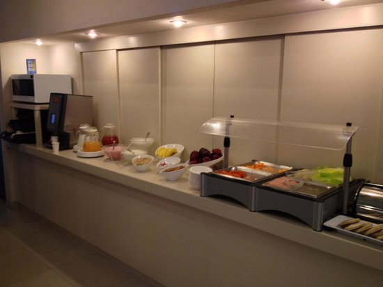 City Express Plus Insurgentes Sur: breakfast buffet