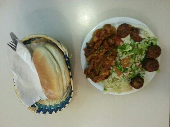 beni falafel:                   falafel with Humus, sauerkraut, shakshuka and salad