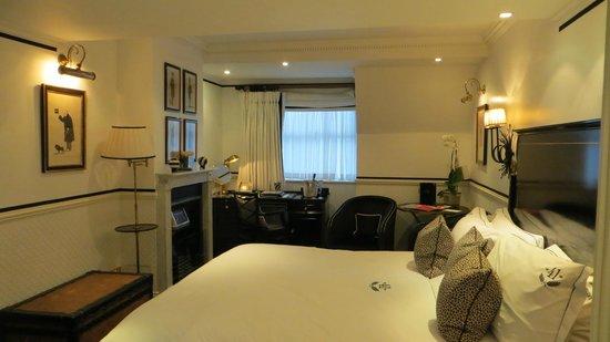 โรงแรม 41:                   Room 4111