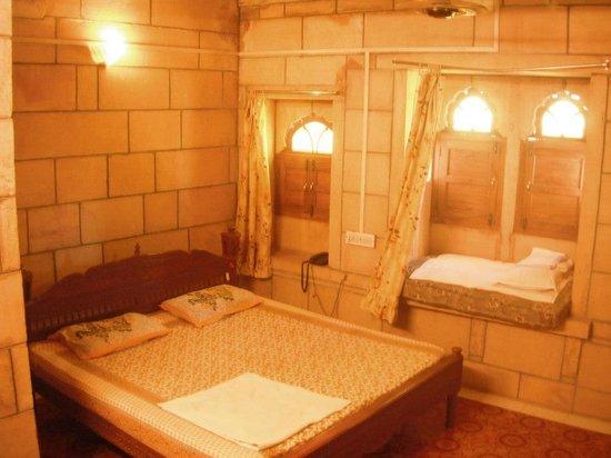 Hotel Siddhartha :                   The room I got when I decided to splurge on a $6 room :-)