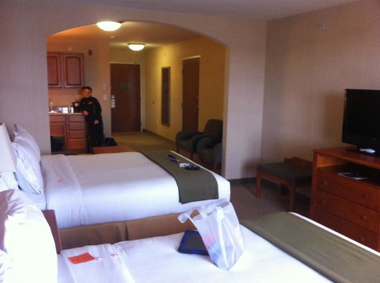 Holiday Inn Express Hotel & Suites Howell:                   our room