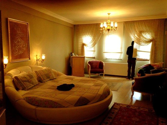 Emine Sultan Hotel:                   The bedroom