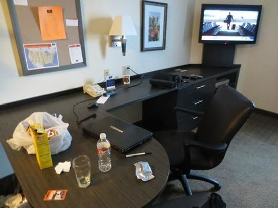 Candlewood Suites At CityCentre-Energy Corridor:                   Room - Workstation