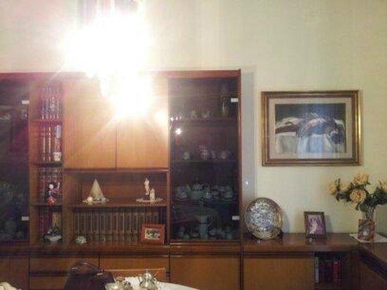 كاسا راشيل:                   valuable ornaments                 